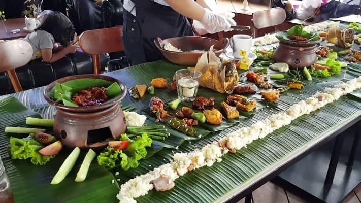 Roofpark Bogor Menu Spesial Nasi Liwet Paling banyak Dicari